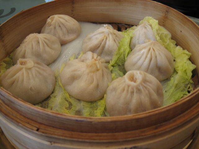 xiao long bao how to eat