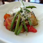 Panzanella with green beans and tomatoes