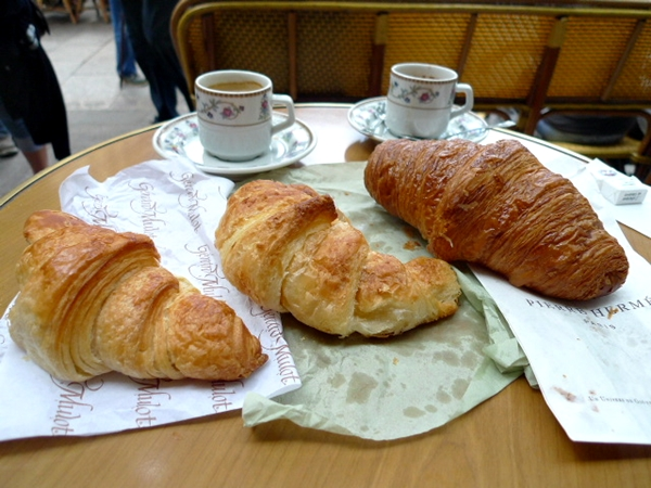 bakery_croissant_lineup_600_946