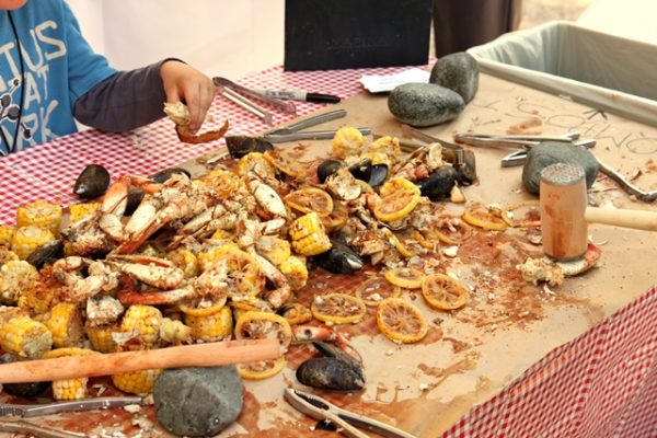 feastoffields-crabboil-640-3333