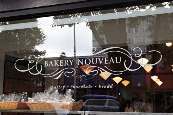20120929-224446-bakerynouveau-sign