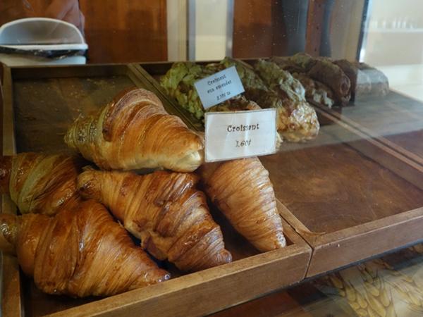 fous-croissantdisplay-600-0191