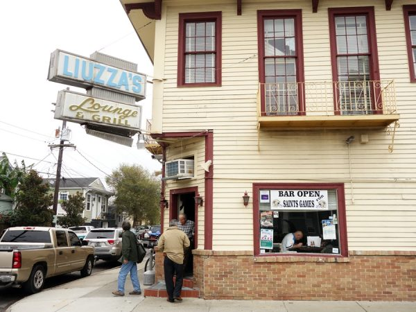 Liuzza's by the Track exterior
