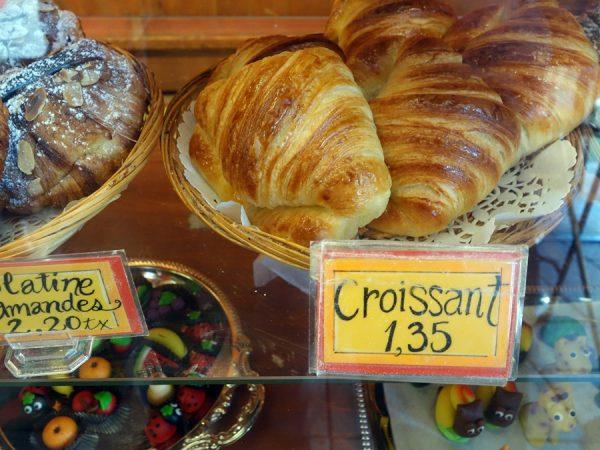 Les Co'Pains D'Abord's croissant