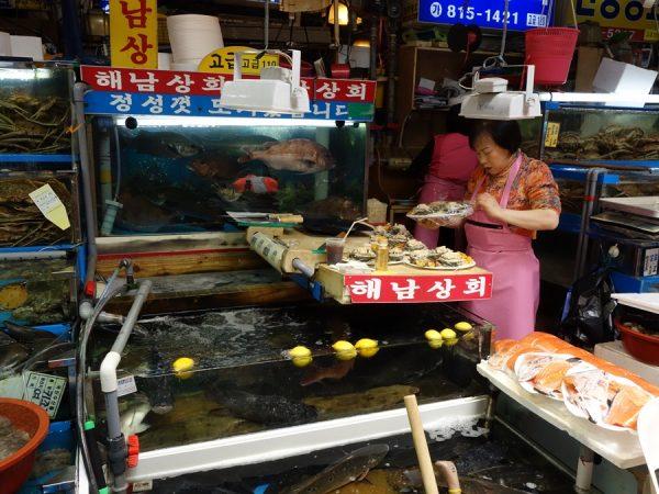 Noryangjin fish market prep