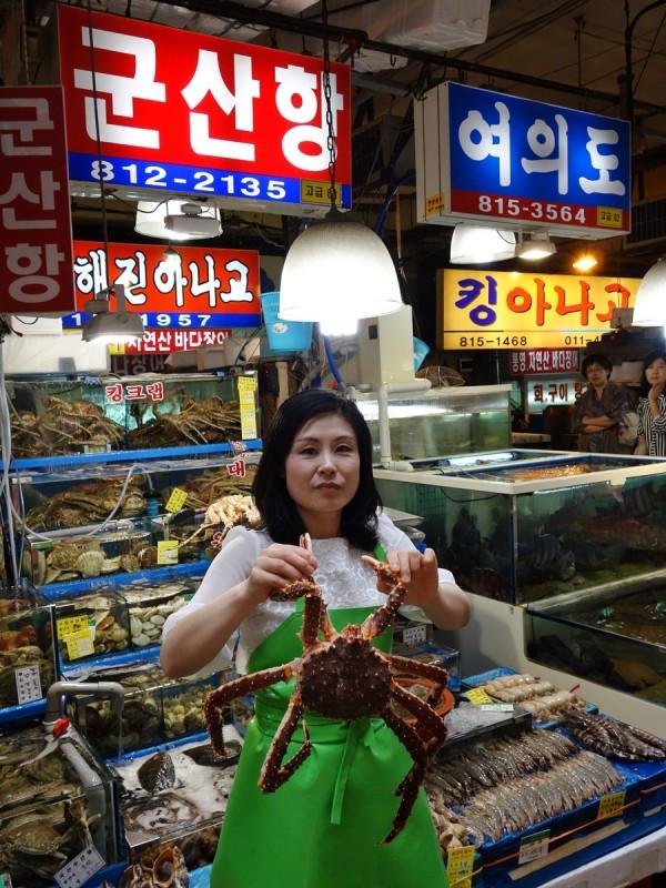 Noryangjin fish market vendor
