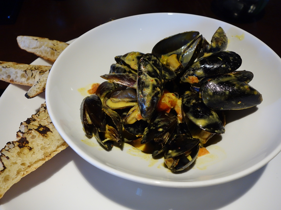 ... dec 9 12 9 14 steamed mussels with fennel tomato and saffron broth