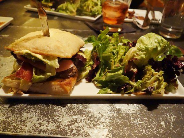 Public House 124 burger