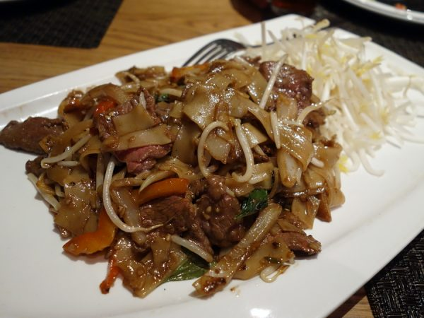 Ler Ros' pad kee mow (with beef)