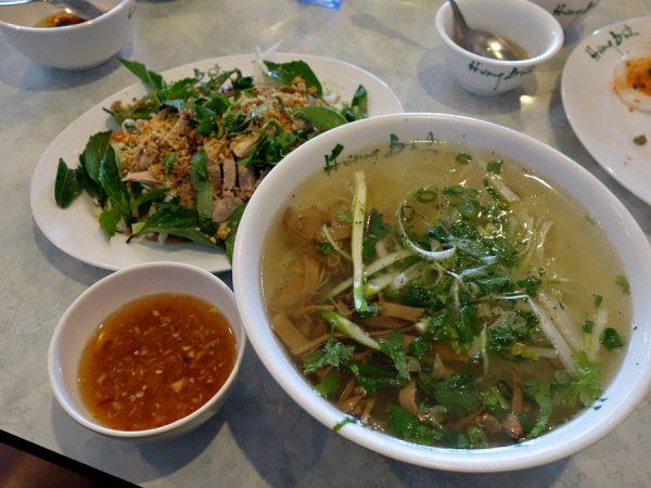 Huong Binh's bun mang vit