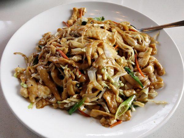La Bu La's hand-shaven noodles, chow mein style
