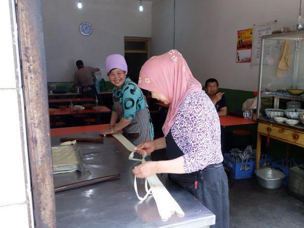 Making biang-biang noodles