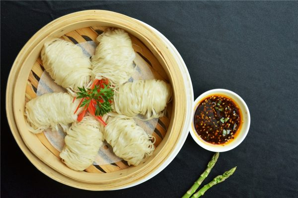 Jin xian you ta, a traditional Xi'an snack of noodles and dipping sauce (photo courtesy of Hilton Xi'an)