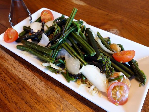 I loved this pohole salad at Star Noodle: fiddlehead ferns from Hana, Maui onion, shrimp, and kombu. Great start to the meal!