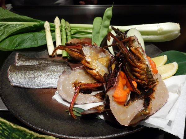 Presentation of the seafood: Isaki (grunt) and Ise-ebi (spiny lobster). The female lobster has orange eggs, while the male has brown guts.