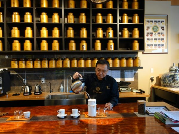 Jason Chen pouring tea at Smacha
