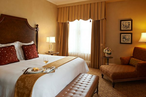 A very comfortable bed. (The Roosevelt New Orleans, A Waldorf Astoria Hotel.)