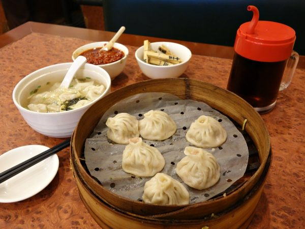 The upside of no sleep due to jet-lag? 6:30am breakfast at nearby Fu Chun in Shanghai. Xiao long bao and wonton soup. I'm told the xlb here is Shanghai-style (vs. Nanxiang-style), with thicker skin, leaner pork, and a little less soup.